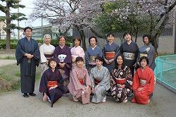 桜のもとで記念撮影
